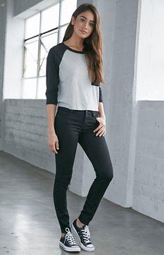 Bullhead Denim Co. Starry Black Mid Rise Skinniest Jeans Womens Jeans Black - Women Jeans - Ideas of Women Jeans - Bullhead Denim Co. Trendy Outfits, Fall Outfits, Fashion Outfits, Jeans Fashion, Jean Outfits, Womens Fashion, Fashion Tips, Fashion Trends, Look Fashion
