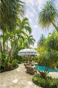 Tropical Backyard Landscaping, Backyard Pergola, Tropical Garden, Landscaping Ideas, Backyard Shade, Backyard Designs, Tropical Forest, Pergola Kits, Backyard Ideas