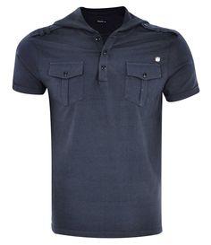 camiseta masculina com capuz