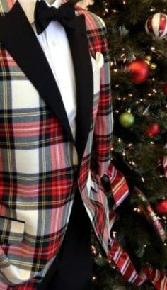 Nicely and properly sewn, too, with the plaid fabric all matching up; Holiday Fashion, Holiday Outfits, Holiday Clothes, Holiday Style, Tartan Christmas, Mens Christmas Suit, Christmas Eve, Southern Christmas, Moda Masculina