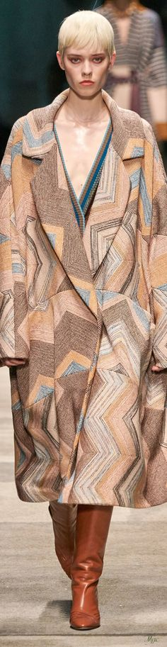 Missoni, Cool Coats, Fashion Show, Fashion Outfits, Pattern Illustration, Autumn Winter Fashion, Fashion Fall, Beige, Fashion Details
