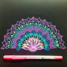 657 отметок «Нравится», 11 комментариев — ~Aakanksha Bhalerao~ (@aakankshagram) в Instagram: «#halfmandala #productivemeditation #trippyart #sakuragellyroll #moonlight #mandalamaze #mandalas…»