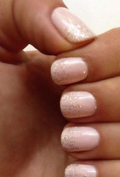 A sparkly pink and gold bridal manicure for spring or summer