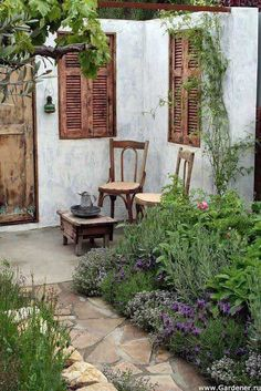 Did you only focus on the design of interior but ignore your courtyard? Courtyard is also very important that it is the first sight of your home for the visitors. Moreover, a well-designed courtyard can tell what an elegant lifestyle you are having! So whether your courtyard is large or small, you need to take [...]