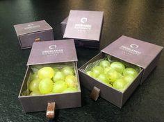 ¡Nosotros también celebramos el año nuevo con nuestras uvas de la suerte! :)