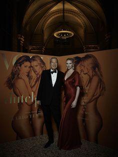 Mario Testino en Lara Stone voor hun Vogue Nederland cover bij het Rijksmuseum - Vogue's Big Birthday Dinner: Polonaise onder de Nachtwacht