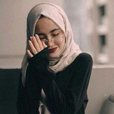 world is better with hijab ❤ Hijabi Girl, Girl Hijab, Hijab Outfit, Muslim Girls, Muslim Women, Moslem, Hijab Style Tutorial, Hijab Fashion Inspiration, Look Boho