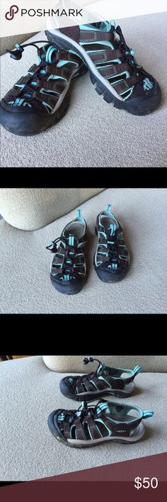 Keen Newport H2 Water & Hiking Sandal Bought for 17 year old niece to try the outdoors.  2 hikes, 2 kayaks and 1 climb later, she decided she was not outdoorsy and went home.  In my drawer they've sat for several years.  Like new except for a little residual Mother Earth.  They are chocolate brown webbing and turquoise blue padding.  Rugged, last forever, and super comfy. Keen Shoes Sandals