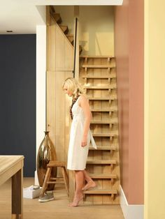 unieke trap voor naar zolder Loft Staircase, Attic Stairs, Indoor Forts, Tiny Studio, She Sheds, House Made, Stairways, Bed And Breakfast, House Warming