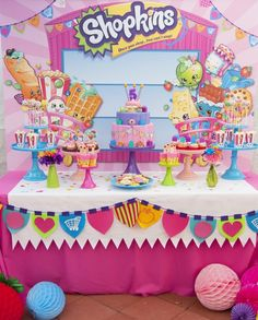 Shopkins 🍓💖 amei, inspiração incrível para esse tema que eu amooo! Here's one of my favorite Shopkins birthday parties added to our site! ❤️✨❤️✨❤️✨ It's from 💄👛🎂To see all 37 party photos, click our bio link! Bolo Shopkins, Fete Shopkins, Shopkins Bday, Colorful Birthday Party, 9th Birthday Parties, Girl Birthday, Birthday Ideas, Teen Parties, Dessert Stand