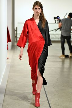 The complete Zero + Maria Cornejo Fall 2018 Ready-to-Wear fashion show now on Vogue Runway.