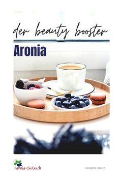 Dieses antioxidative Kraftpaket ist ein wahrer Multitasker, wenn es um die Gesundheit und die Schönheit geht. Aronia wird traditionell in Russland und anderen osteuropäischen Ländern verwendet, um die Haut zu verjüngen und zu heilen. Jede Beere enthält einen Bio-Cocktail aus Vitaminen, Mineralstoffen und anderen hautpflegenden Nährstoffen. Aronia-Extrakte sind aufgrund ihrer antibakteriellen Eigenschaften ein gutes Mittel gegen zu Akne neigende Haut. #beauty #akne #antiaging #haut #aronia Stress Management, Anti Aging Creme, Superfoods, Tricks, Sport, Beauty, Vitamins And Minerals, Reduce Stress, Natural Home Remedies