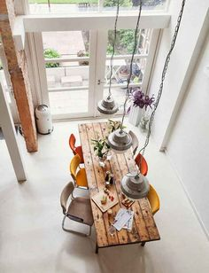 home & deco ~ beautiful dinning room ~ wood + pastel colors Home And Living, Home And Family, Family Homes, City Living, Sweet Home, Deco Table, Deco Design, Design Design, Loft Design