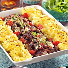 Svamp- och bacongratinerad fläskfilé Amazing Food Decoration, 300 Calorie Lunches, Lunch Recipes, Dinner Recipes, Roasted Veggie Salad, Danish Food, Party Food And Drinks, Food Inspiration, Love Food