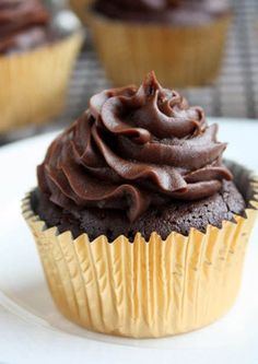 gonna try these tonight! :) Flourless Chocolate Gluten-Free Cupcakes with Chocolate Cream Cheese Frosting