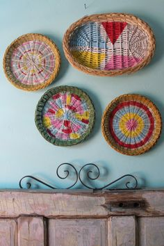 Painted basket art My friend Jek has a sweet and simple DIY wall art for you!  You could totally do these with wicker paper plate caddies from the dollar store!