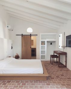 Farmhouse of the Palms, renovation preserving the history but blending with rustic and contemporanean elements