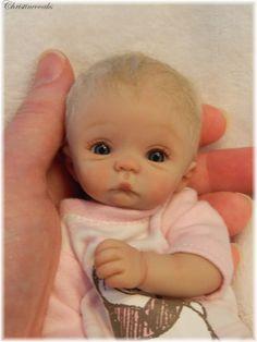 Polymer Clay baby by Christine Shapiro (christineooaks). Tiny Dolls, Ooak Dolls, Cute Dolls, Polymer Clay Dolls, Polymer Clay Creations, Little Doll, Little Babies, Mini Bebidas, Baby Fairy