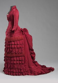 Silk Ottoman Bustle Dress, ca. 1876 via Philadelphia Museum of Art 1870s Fashion, Edwardian Fashion, Vintage Fashion, Victorian Gown, Victorian Costume, Antique Clothing, Historical Clothing, Vintage Gowns, Vintage Outfits
