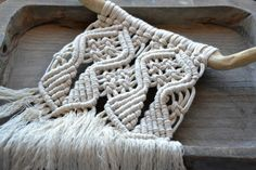 Macrame cotone cotone naturale non sbiancato / appeso a parete su Driftwood / Boho tribale Country Home Decor by Macramedamare #italiasmartteam #etsy