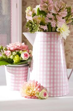 bridal,table settings, summer, colours, theme, wedding, tables, decoration, centrepieces, guests, candles, personalise, bonne fete