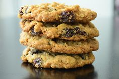 Simple Gourmet Cooking: Thomas Keller's Oatmeal Raisin Cookies (Owner, The French Laundry) Coconut Desserts, Lemon Desserts, Gourmet Cooking, Gourmet Recipes, Famous Chocolate Chip Cookie Recipe, Cinnamon Oatmeal, Chocolate Toffee, Oatmeal Chocolate Chip Cookies, Easy Cookie Recipes