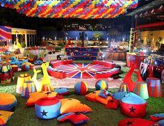 Festa Circo - almofadas, focas de feltro gigantes, bancos de palanque