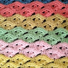 FREE CROCHET PATTERN - A nice rendition of a stitch I've seen floating around Pinterest.  Bizzy did good with the colors! Nice work, Bizzy!