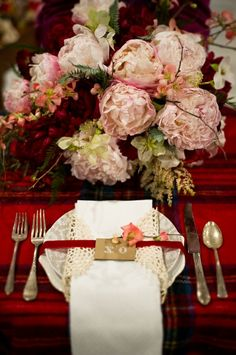love this berry blush table setting and flowers