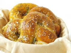 Covrigi Umpluti cu Branza - the lemon flavour Bagel, Lemon, Food And Drink, Bread, Dinner, Dining, Brot, Food Dinners, Baking