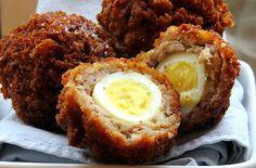 Scotch eggs (uova sode fritte in polpetta) - Le scotch eggs sono una golosa specialità inglese tradizionale: un tempo erano molto utilizzate per i pic nic