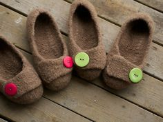 But Wait! There's More - Yarn Harlot Darling little knitted slippers! Knitted Slippers, French Press, Knitting Ideas, Felting, Spinning, Crocheting, Needlework, Knit Crochet, Kids Fashion