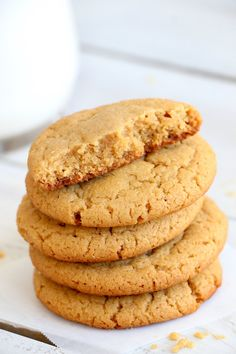 World's Greatest Peanut Butter Cookies - Melt-in-your-mouth, soft and delicious peanut butter cookies. These are a readers' favorite recipe! Chocolate Chip Cookies, Peanut Cookies, Spice Cookies, Peanut Butter Cookie Recipe, Yummy Cookies, Cookie Recipes, Dessert Recipes, Butter Recipe, Sweets