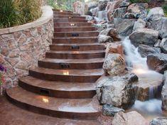 Bachlauf neben der Außentreppe bauen