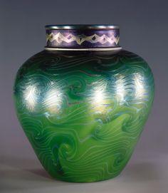 "Iridescent Favrile glass vase "" Tel al Amama "" Tiffany | Museum"