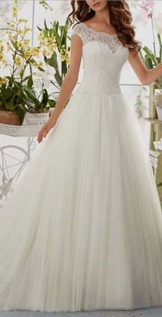 White wedding dress. Brides dream about finding the ideal wedding, however for this they need the best wedding outfit, with the bridesmaid's dresses actually complimenting the brides dress. These are a few tips on wedding dresses.
