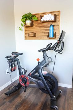 25 Outstanding Home Gym Room Design Ideas For Inspiration 19 Gym Room At Home, Diy Home Gym, Home Gym Decor, Workout Room Home, Workout Rooms, Workout Room Decor, Home Gym Garage, Best Home Gym Setup, Exercise Rooms