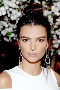 How To Channel Emily Ratajkowski's Sultry Beauty Look In Less Than 5 Minutes | The Zoe Report