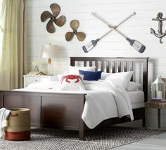 Nautical Gallery Wall... http://www.completely-coastal.com/2016/09/above-the-bed-wall-decor-ideas.html Oars, boat propellers, anchor. Fun!