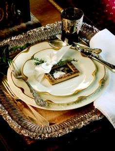 silver platter charger--great idea to use varying shapes of old diver platters for chargers!!!!!  bf