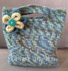 Handbag crocheted Dinamica borsetta con fiore by Acasaconmanu