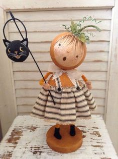 She's a cutie. Halloween Wood Crafts, Vintage Halloween Decorations, Halloween Doll, Halloween Ornaments, Holidays Halloween, Fall Crafts, Clothespin Dolls, Paperclay, Fairy Dolls