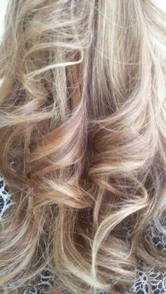 Dettagli di sfumature con una tecnica di colorazione #degradejoelle #lineadonna #arezzo #igers #naturalshaders #hair
