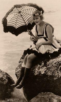 Silent film actress Phyllis Haver in bathing costume. Vintage Pictures, Vintage Images, Vintage Beauty, Vintage Fashion, Vintage Glamour, Vintage Bathing Suits, Vintage Swimsuits, Bathing Costumes, Jeanne Lanvin