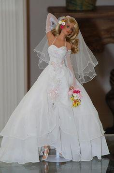 Carmel-Beach-Bride-Doll-by-Cindy-McClure-2004-Ashton-Drake-(6).jpg