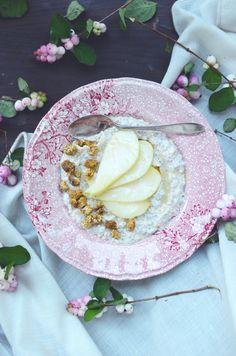 Vaniljainen tuorepuuro  yhdelle  1,5 dl gluteenittomia kaurahiutaleita 2 rkl chia-siemeniä 1/2 tl bourbon-vaniljajauhetta 3 rkl maustamatonta jugurttia (lehmän-, vuohen-, kookos- tai pähkinäjugurttia) 2-3 dl mantelimaitoa (tai muuta maitoa)  + hedelmiä, marjoja, pähkinöitä, mulperimarjoja ja/ tai hunajaa