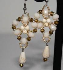 "Ohrringe in ""einfacher"" Fädeltechnik.  Material plus Anleitung wie immer bei www.perlensucht.at Material, Drop Earrings, Jewelry, Fashion, Ear Piercings, Beads, Tutorials, Schmuck, Moda"