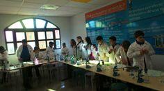 Jóvenes científicos en los talleres del la Ciencia Divertida