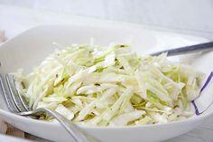 Krautsalat mit Kümmel - Rezept - GuteKueche.ch Kfc, Coconut Flakes, Salad Recipes, Cabbage, Salads, Spices, Vegetables, Kollektiv, Food