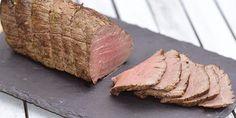 Super god opskrift på roastbeef i ovn med en fremgangsmåde, som giver fantastisk mørt og saftigt kød, der smager intet mindre end fremragende.